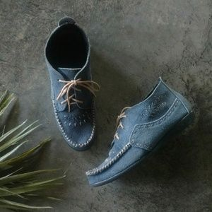 Minnetonka Blue Suede Hard Sole Moccasins 7